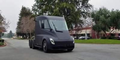 Грузовик Tesla в динамике
