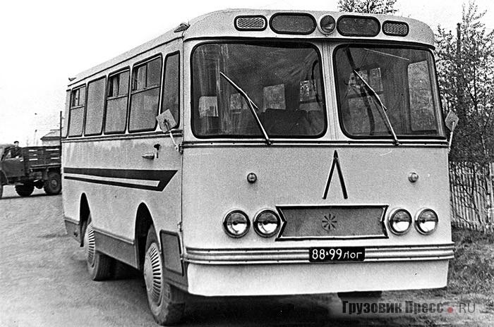 Автобус  от  завода «Ленпроммеханизация»