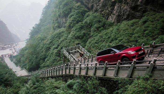 Range Rover — «взят» лестница из 999 горных ступеней