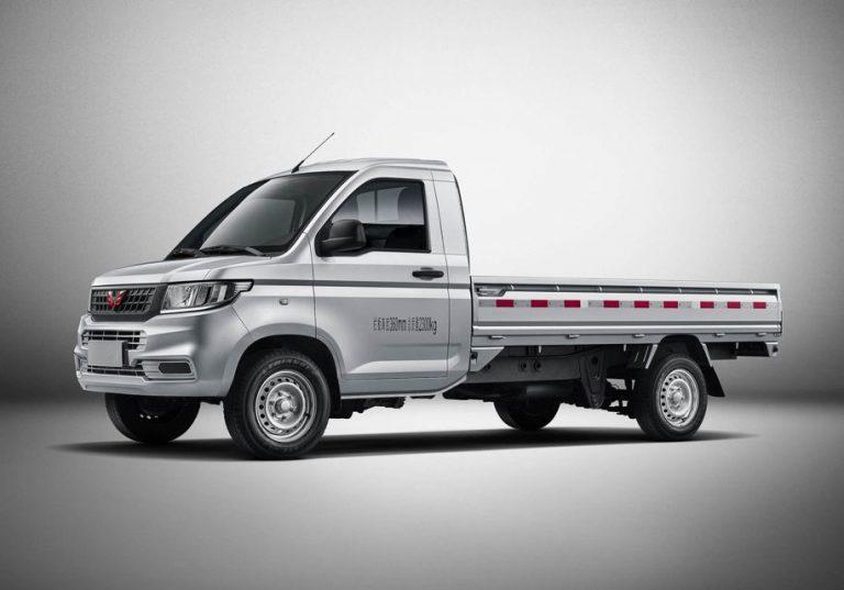 Китайский  пикап поместился в кузов Chevrolet Silverado