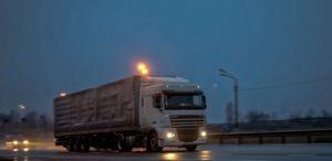 «Рэкет на дорогах по-прежнему присутствует»: дальнобойщик с 30-летним стажем рассказал о суровых трудовых буднях