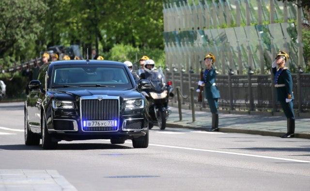 Откуда у президентского лимузина номера от ржавой «Волги»?