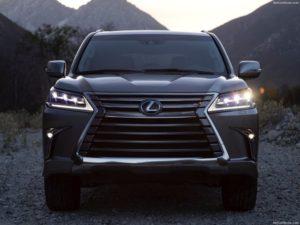 Конфискованный у экс-главы Сахалина Lexus не могут продать