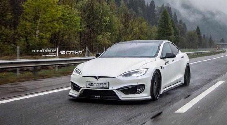 Седан Tesla Model S.