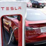 Tesla  заряжает  электрокары бесплатно