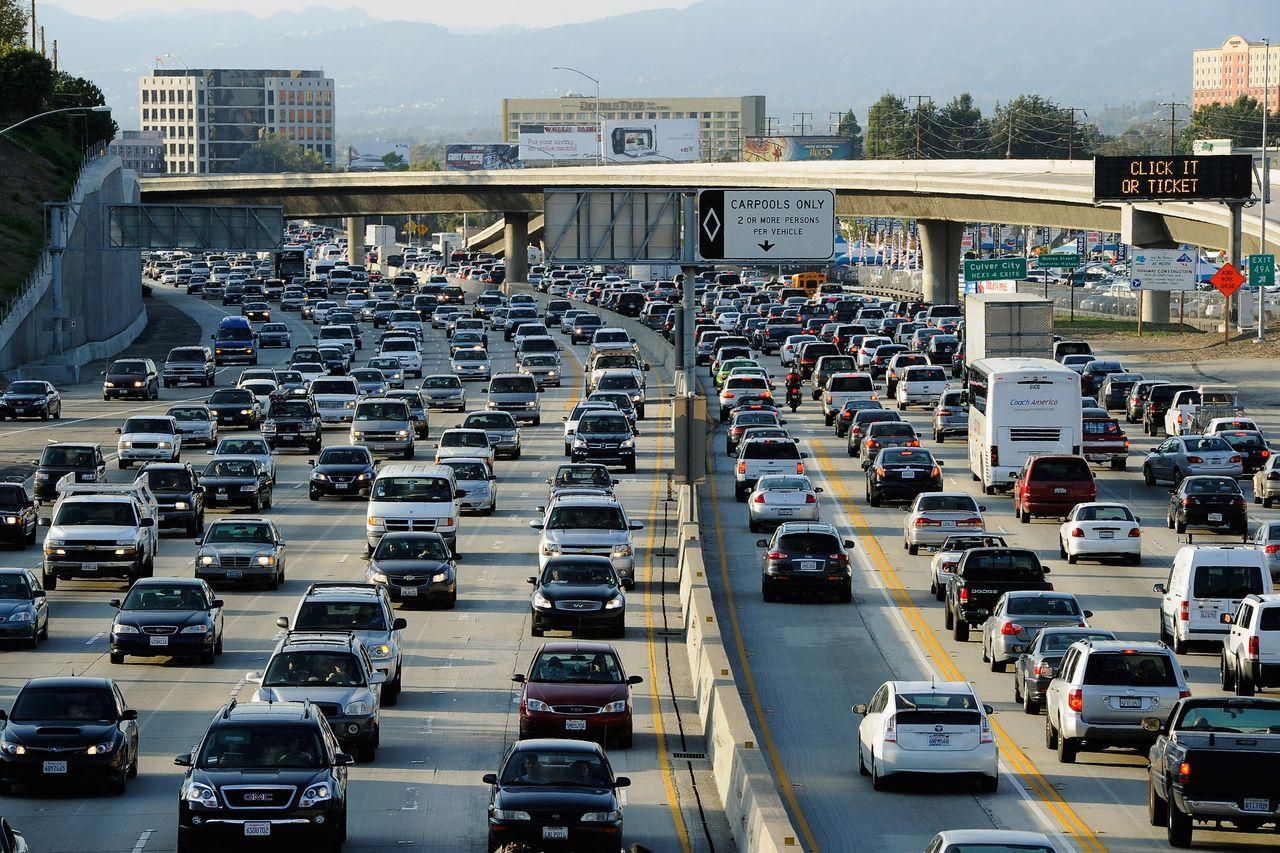 В каком городе в мире больше автомобилей чем людей?