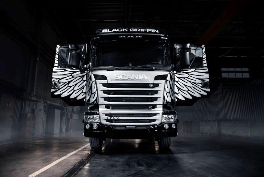 Грифон с айпадом: Scania