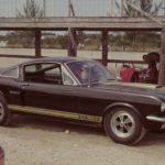 Коллекционный Ford Mustang  в заброшенном гараже