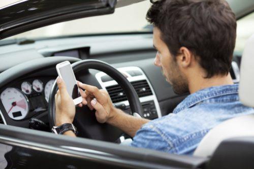 Как разговоры по телефону влияют на вождение