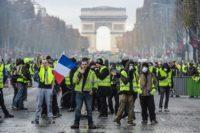 Франция.Выступления против роста цен на топливо