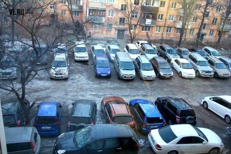 Местные власти пытались ввести плату на парковку во дворах