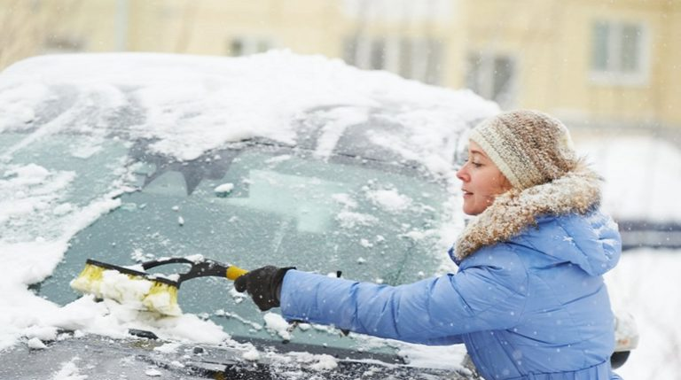 Быстрый и безопасный способ очистить авто от снега