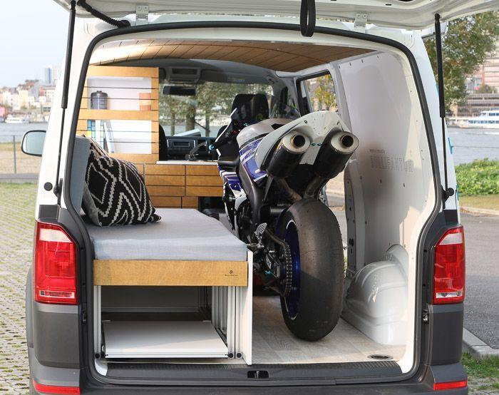 Фургон Volkswagen Transporter как передвижной спортзал