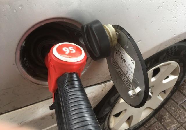 В регионах РФ цены на бензин резко растут