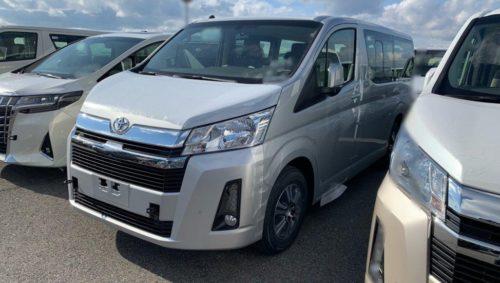 Капотный микроавтобус Toyota Hiace