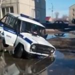 Когда тонет даже УАЗ полиции