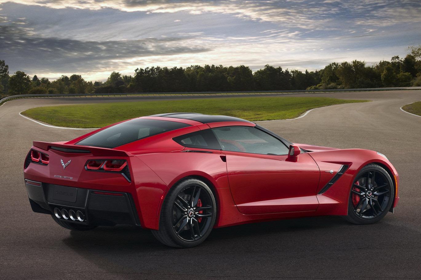 Мощность нового Corvette деформирует кузов