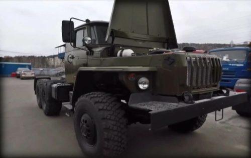 Праворульные экспортные грузовики Урал