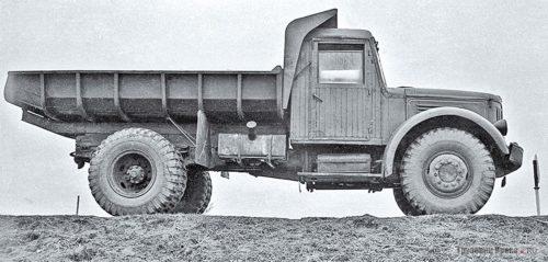 Советский самосвал МАЗ-205