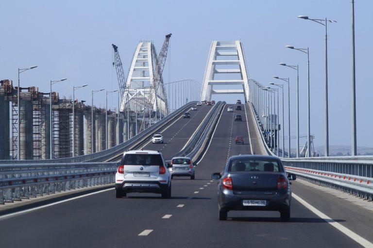 Крымский мост могут ограничить для грузоперевозчиков