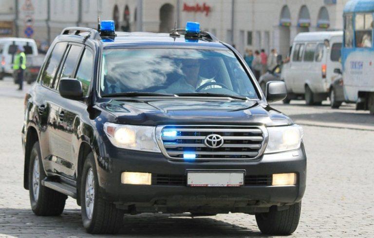 Обязан ли водитель пропускать автомобиль чиновника