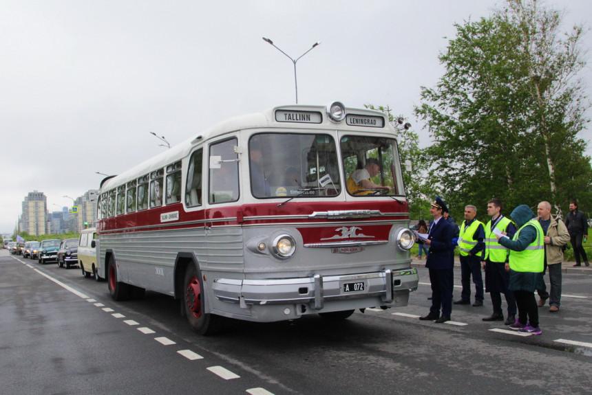 Ретроавтобусы на Питерском параде