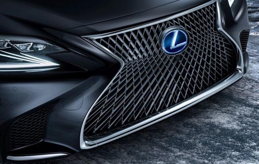 Городской хетчбек электромобиль Lexus