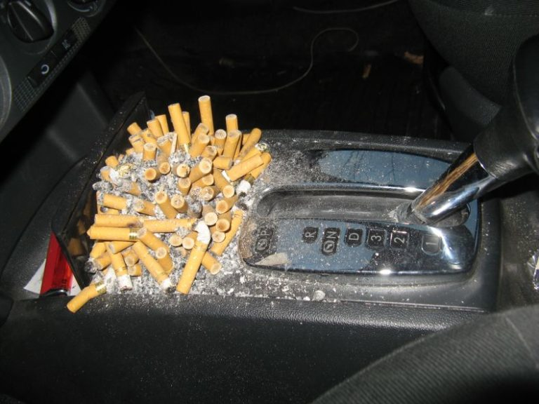 Курение в машине: как бороться с последствиями