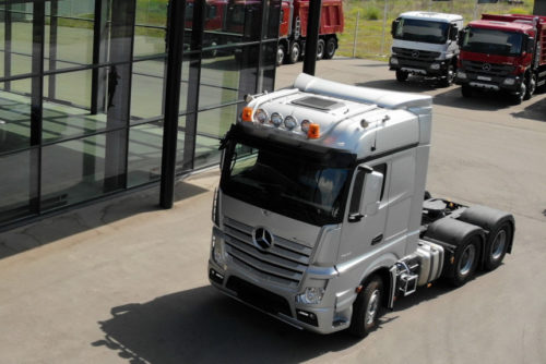 тягач Mercedes Actros