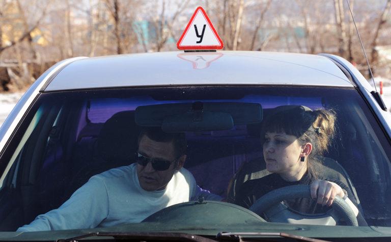 МВД может разрешить несовершеннолетним водить машины