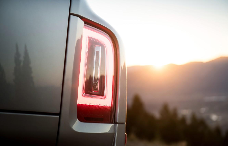 Необычный дефект у Rolls-Royce Cullinan