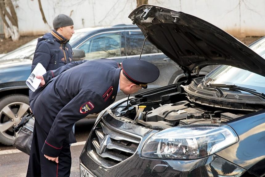 Ваши действия на просьбу инспектора открыть капот машины