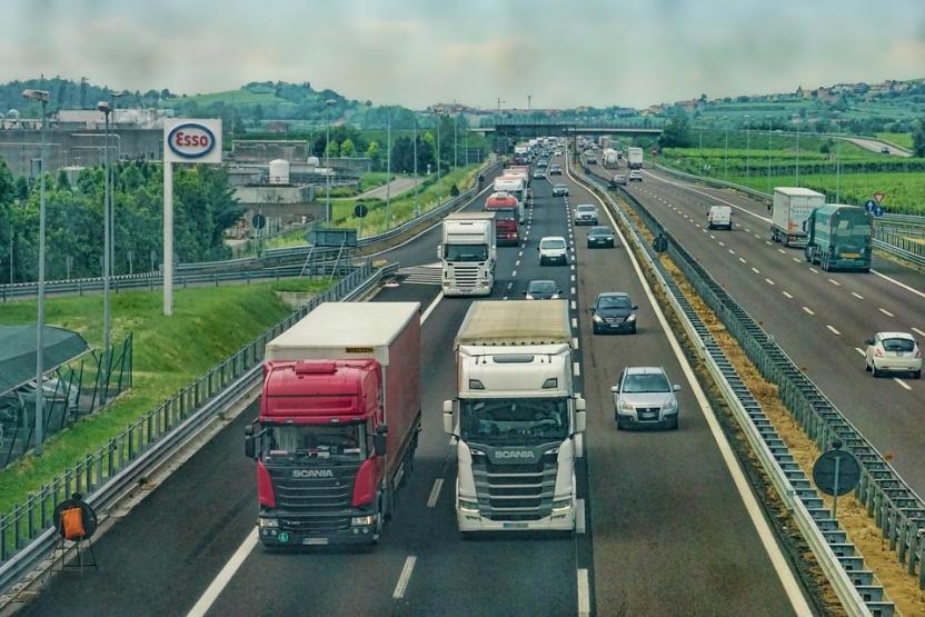 За грузовиками на дорогах грянет жесткий контроль в автоматическом режиме