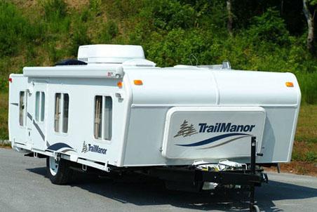Автодом-прицеп TrailManor при открытии в два раза больше