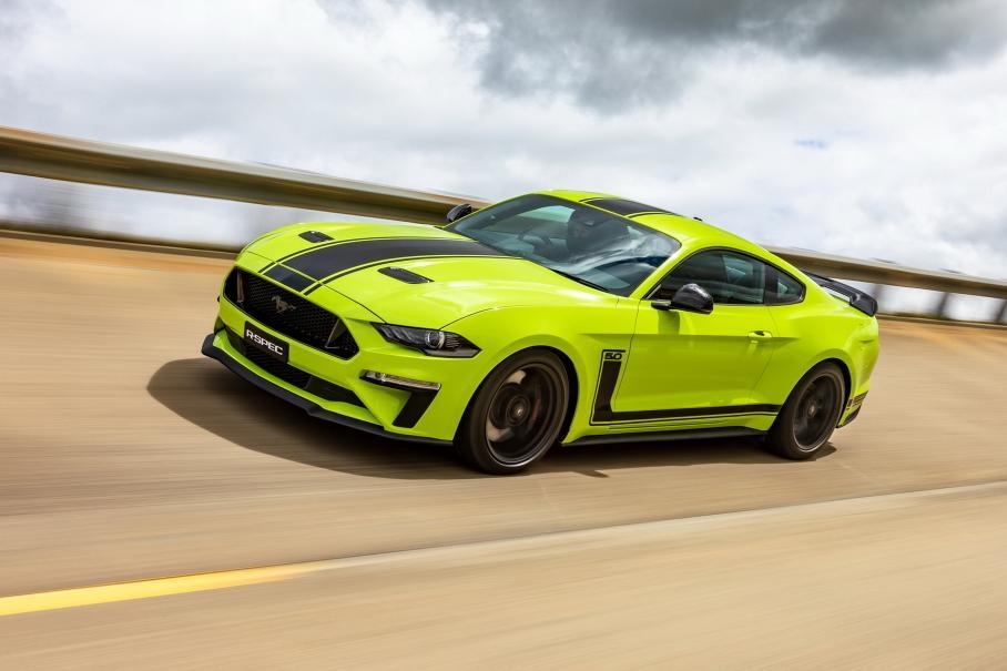 Мощный Ford Mustang с пакетом R-Spec