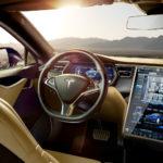 На электрокаре «Тесла» можно выбирать сигнал клаксона и звук автомобиля