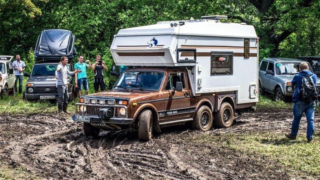 Трехосный автодом на базе ВАЗ «Нивы»