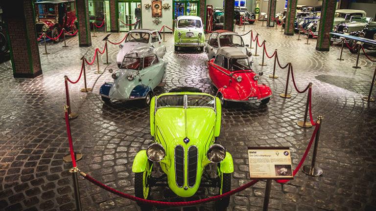 Яркие автомобили музея Вадима Задорожного