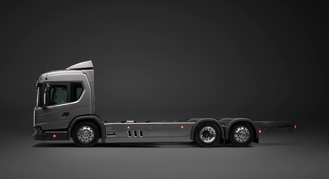Грузовик Scania с зарядкой от розетки и обычный гибрид