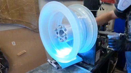 Прозрачное колесо с эффектной подсветкой