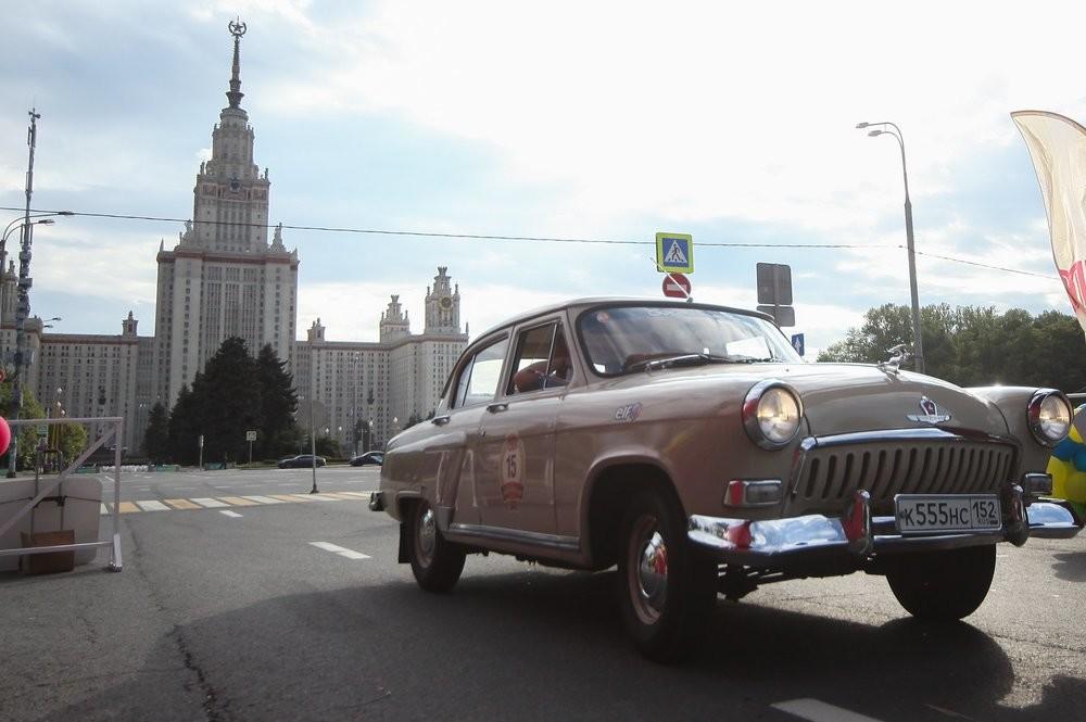 Россиян заставляют пересесть на электромобили при помощи запретов