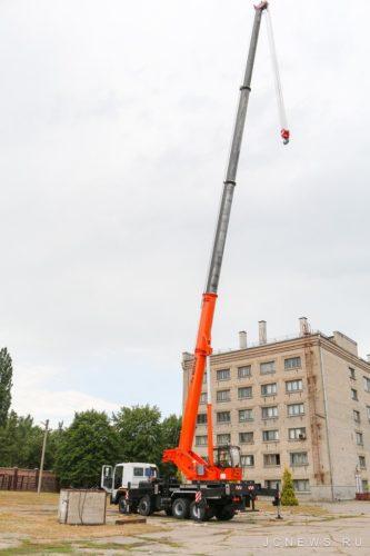 Сорокатонный автокран на базе КрАЗ-7133