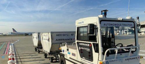 Беспилотный багажный тягач AT135