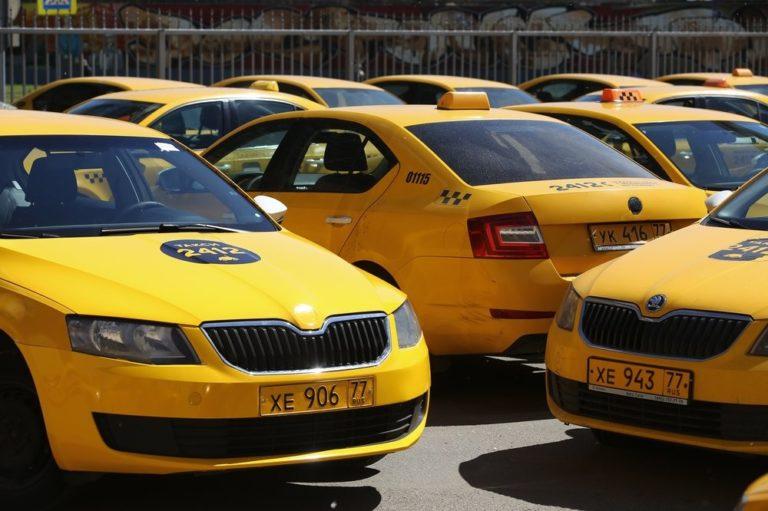 Чиновников хотят пересадить на такси
