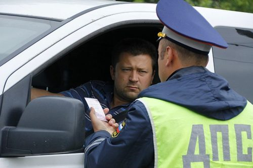 Душевный разговор водителя с ГИБДДшником на дороге