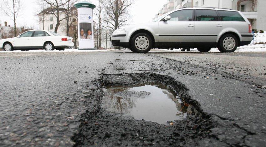 На плохие дороги можете жаловаться через мобильное приложение