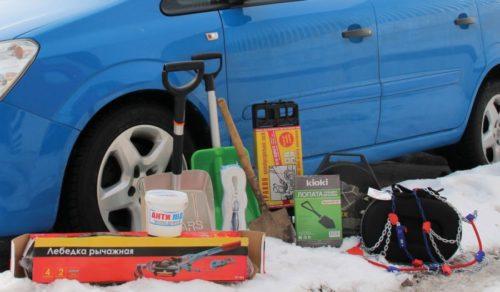 Совет по полезному наполнению багажника зимой