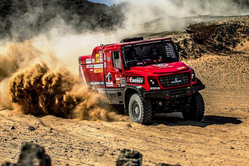 Гонка грузовиков на Дакаре: носатый МАЗ и другие