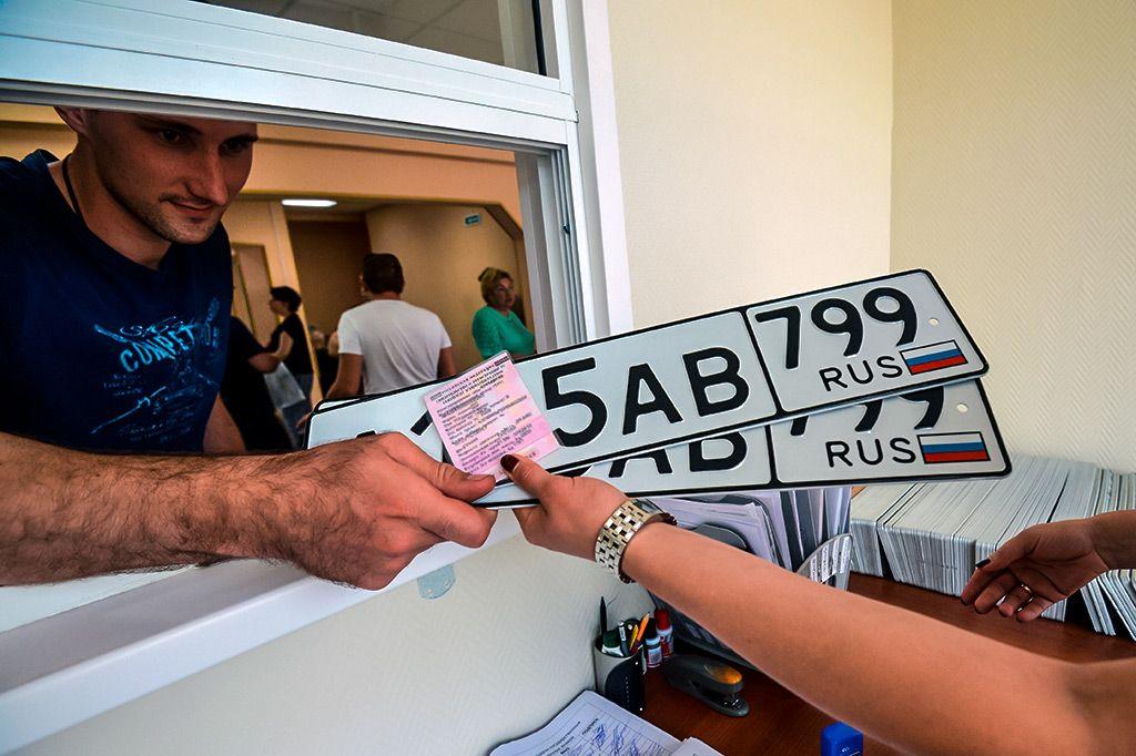 Покупка автомобиля и получение номеров у дилера по новому закону