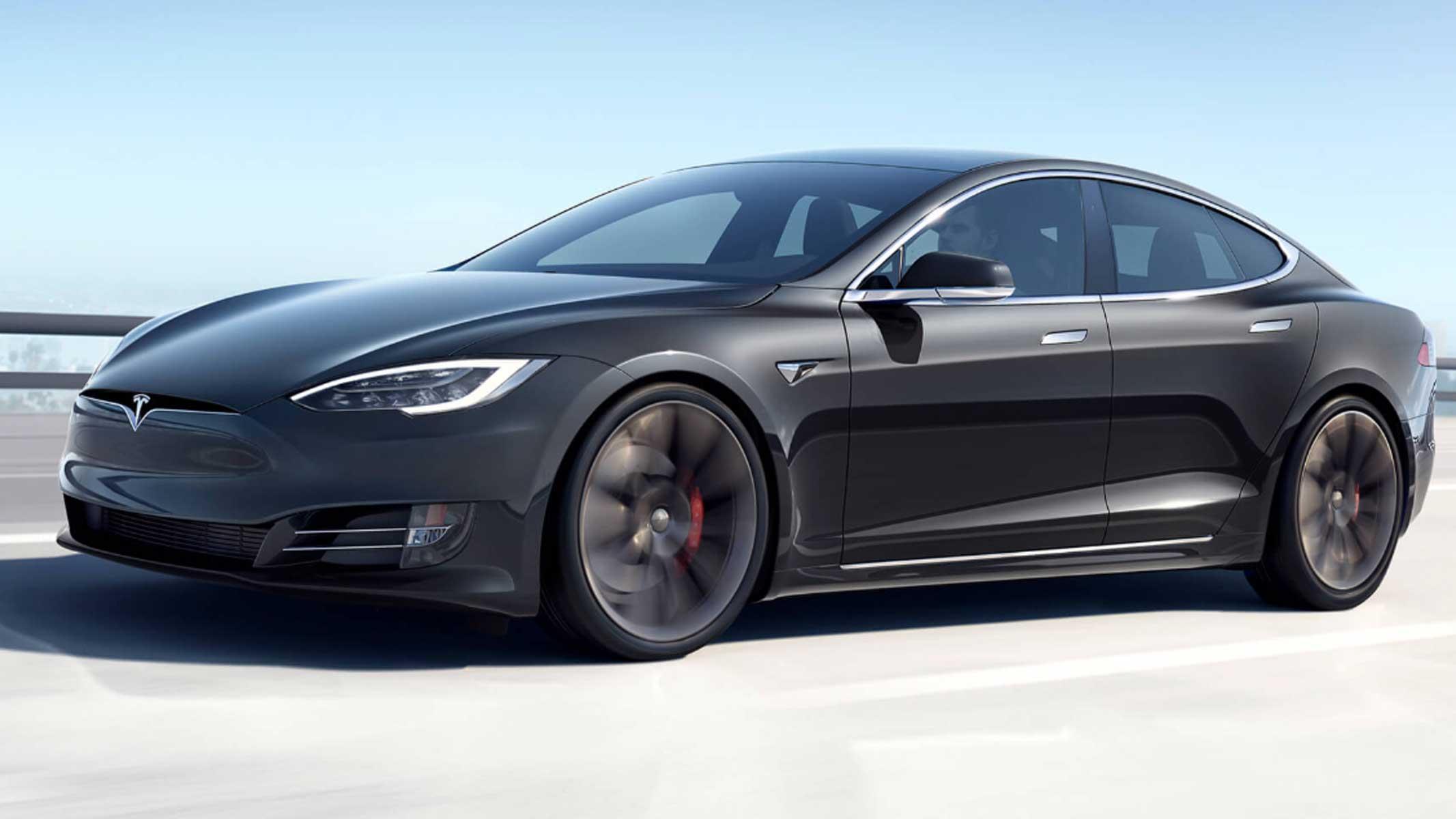 Tesla будет разговаривать с пешеходами